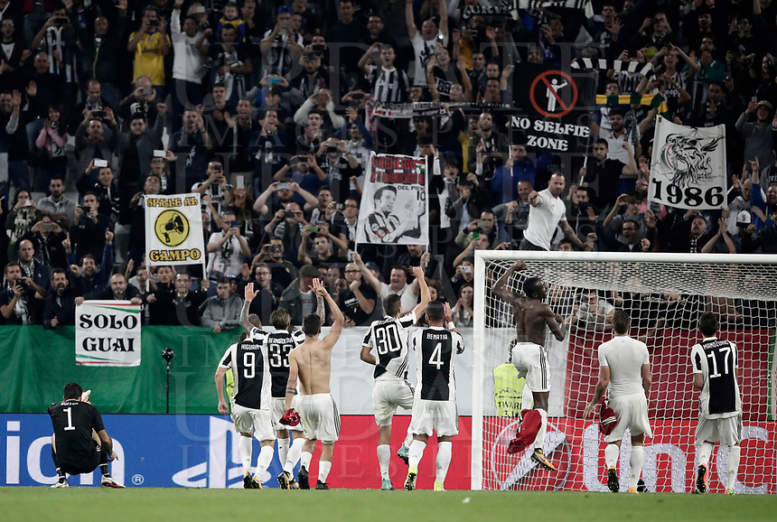Football Soccer: UEFA Champions League Juventus vs Olympiacos Allianz Stadium. Turin, Italy, September 27, 2017. <br /> Juventus' players celebrate after winning 2-0 the Uefa Champions League football soccer match between Juventus and Olympiacos at Allianz Stadium in Turin, September 27, 2017.<br /> UPDATE IMAGES PRESS/Isabella Bonotto
