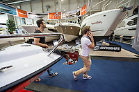 """55. Internationale Bootsmesse """"hanseboot"""" vom 25. Oktober bis 2. November 2014 zeigt alles rund um den Bootssport. Von Luxusyachten bis zum Kanu oder den einfachen Ruderboot und dem entsprechenden Zubehoer.<br /> Im Bild: Sogenannte """"Cityboats"""" der Firma Sea Ray aus den USA.<br /> 27.10.2014, Hamburg<br /> Copyright: Christian-Ditsch.de<br /> [Inhaltsveraendernde Manipulation des Fotos nur nach ausdruecklicher Genehmigung des Fotografen. Vereinbarungen ueber Abtretung von Persoenlichkeitsrechten/Model Release der abgebildeten Person/Personen liegen nicht vor. NO MODEL RELEASE! Don't publish without copyright Christian-Ditsch.de, Veroeffentlichung nur mit Fotografennennung, sowie gegen Honorar, MwSt. und Beleg. Konto: I N G - D i B a, IBAN DE58500105175400192269, BIC INGDDEFFXXX, Kontakt: post@christian-ditsch.de<br /> Urhebervermerk wird gemaess Paragraph 13 UHG verlangt.]"""