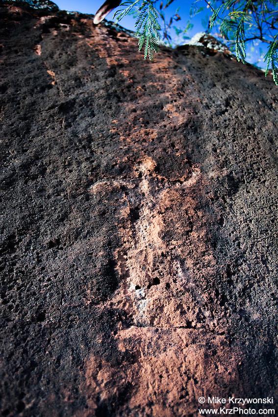 Hawaiian petroglyph on a large cliff boulder, Waipahu, Oahu