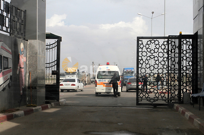 An Ambulance carry the body of Palestinian Ishaq Hassan, 28, who was killed by Egyptian soldiers after swimming into Egyptian waters, arrives from the Egyptian side of Rafah border crossing at the southern Gaza Strip, on Dec. 31, 2015. Egyptian authorities opened the tightly controlled Rafah Crossing to let the corpse of the Palestinian man killed by Egyptian soldiers into the Gaza Strip. Hassan's family have said he was attempting to reach Egyptian hospitals in order to receive treatment for a disease that could not be treated in Gaza. Photo by Abed Rahim Khatib