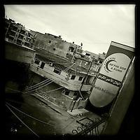"""Buero des Kurdischen Roten Halbmond """"Heyva Sor A Kurd"""" in Qamishlo, Rojava/Syrien.<br /> 15.12.2014, Qamishli/Rojava/Syrien<br /> Copyright: Christian-Ditsch.de<br /> [Inhaltsveraendernde Manipulation des Fotos nur nach ausdruecklicher Genehmigung des Fotografen. Vereinbarungen ueber Abtretung von Persoenlichkeitsrechten/Model Release der abgebildeten Person/Personen liegen nicht vor. NO MODEL RELEASE! Nur fuer Redaktionelle Zwecke. Don't publish without copyright Christian-Ditsch.de, Veroeffentlichung nur mit Fotografennennung, sowie gegen Honorar, MwSt. und Beleg. Konto: I N G - D i B a, IBAN DE58500105175400192269, BIC INGDDEFFXXX, Kontakt: post@christian-ditsch.de<br /> Bei der Bearbeitung der Dateiinformationen darf die Urheberkennzeichnung in den EXIF- und  IPTC-Daten nicht entfernt werden, diese sind in digitalen Medien nach §95c UrhG rechtlich geschuetzt. Der Urhebervermerk wird gemaess §13 UrhG verlangt.]"""
