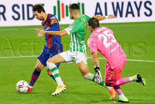 7th November 2020; Camp Nou, Barcelona, Catalonia, Spain; La Liga Football, Barcelona versus Real Betis;  Leo Messi beats the defender Bartra before scoring past keeper Bravo