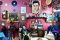 Maria Antonietta Mulas é nata a Sassari. Vive in Turchia, ad Ankara, da alcuni anni. E' sposata con Andrea Perugini che lavora presso l'ambasciata italiana in Turchia. Maria Antonietta si occupa della casa e dei due figli ma fa anche attività di volontariato. Qui è ritratta all'interno del Record Cafè, uno straordinario locale della vecchia Ankara.
