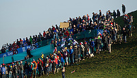 29 NOV 2014 - MILTON KEYNES, GBR - Spectators watch competitors racing in the men's 2014-2015 UCI Cyclo-Cross World Cup round at Campbell Park in Milton Keynes, Great Britain (PHOTO COPYRIGHT © 2014 NIGEL FARROW, ALL RIGHTS RESERVED)