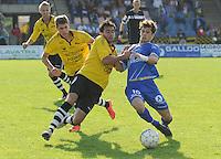 KSCT Menen - Ingelmunster :<br /> <br /> pittig duel tussen Swiftnick Verbrugghe (L) en Jonas Buyse (R)<br /> <br /> foto VDB / BART VANDENBROUCKE