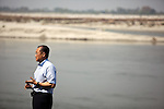 12 March 2013, Kanpur, Uttar Pradesh India: President of the World Bank, Mr Jim Yong Kim at the Ganges River during his visit to the low income suburb of Gwaltoli on his tour of Kanpur in Uttar Pradesh state, India.The clean up of the river and its environs is a key project the World Bank in the area.  Mr.Kim is visiting India  for meetings with local staff, Indian Government Ministers and to inspect projects sponsored by World Bank in regional areas. Picture by Graham Crouch/World Bank