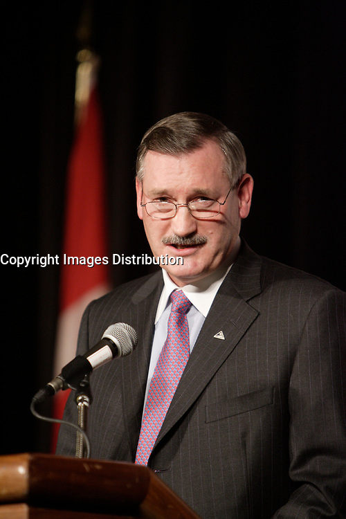 DICK EVANS, ALCAN PRESIDENT AND CHIEF EXECUTIVE OFFICER AT THE CANADIAN CLUB OF MONTREAL'S PODIUM<br />
