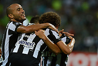 MEDELLÍN -COLOMBIA-13-04-2017. Jugadores de Botafogo de Brasil celebran después de anotar un gol a Atlético Nacional de Colombia durante partido por la fecha 2, fase de grupos, de la Copa CONMEBOL Libertadores Bridgestone 2017 jugado en el estadio Atanasio Girardot de la ciudad de Medellín. / Players of Botafogo of Brazil celebrate after scoring a goal to Atletico Nacional of Colombia during match for the date 2, group  phase, of the Copa CONMEBOL Libertadores Bridgestone 2017 played at Atanasio Girardot stadium in Medellin city. Photo: VizzorImage/ León Monsalve /Cont