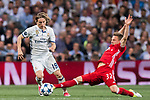 Luka Modric (l) of Real Madrid competes for the ball with Joshua Kimmich of FC Bayern Munich during their 2016-17 UEFA Champions League Quarter-finals second leg match between Real Madrid and FC Bayern Munich at the Estadio Santiago Bernabeu on 18 April 2017 in Madrid, Spain. Photo by Diego Gonzalez Souto / Power Sport Images