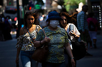 NEW YORK , NY JUNE 16: People pass walk with out face covering next day as the city mark the end of the COVID-19 restrictions in  New York on June 17 2021. <br /> (Photo by Kena Betancur/VIEWpress)