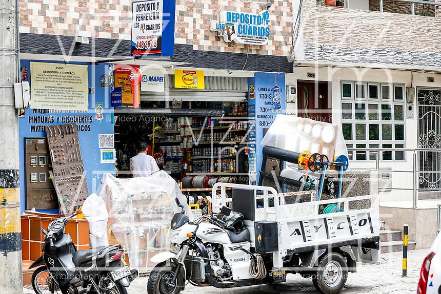 MEDELLIN - COLOMBIA, 21-04-2020: Reactivación económica en Itaguí durante el día 36 de la cuarentena total en el territorio colombiano causada por la pandemia  del Coronavirus, COVID-19. / Economical revival in Itagui during day 36 of total quarantine in Colombian territory caused by the Coronavirus pandemic, COVID-19. Photo: VizzorImage / Leon Monsalve / Cont