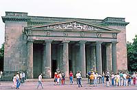 East Berlin : Monument to the Soviet WWII dead; formerly Neve Wache, Karl Friedrich Schinkel, 1818. Unter Den Linden.