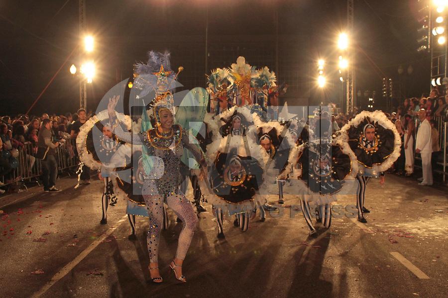 CURITIBA, PR, 05 DE MARÇO DE 2011 – MOCIDADE AZUL – CURITIBA – Aconteceu na noite de sábado (5), na avenida Cândido de Abreu, desfile carnavalesco. A folia começou com a apresentação dos blocos Afoxé, Derrepent e Rancho das Flores. A escola Mocidade Azul abriu o desfile do Grupo A. (FOTO: ROBERTO DZIURA JR./ NEWS FREE)