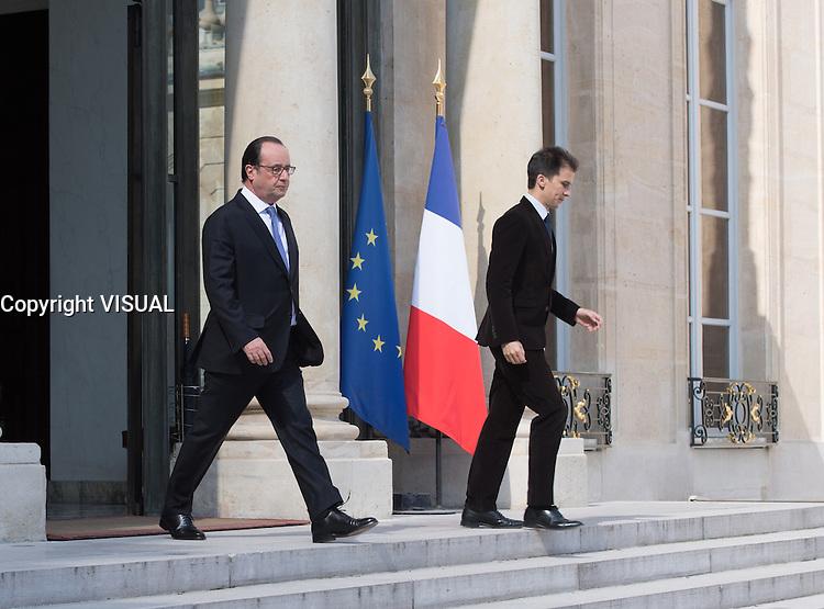 Francois Hollande & Gaspard Gantzer - Conseil restreint de sÈcurite et de defense ‡ l'Elysee suite a l'attentat de Nice perpetre le 14 juillet.