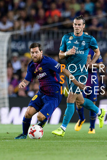 Lionel Messi of FC Barcelona (L) dribbles Gareth Bale of Real Madrid (R) during the Supercopa de Espana Final 1st Leg match between FC Barcelona and Real Madrid at Camp Nou on August 13, 2017 in Barcelona, Spain. Photo by Marcio Rodrigo Machado / Power Sport Images