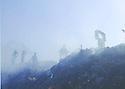 Iraq 2006 .People searching in a rubbish dump in Koysanjak.Irak 2006.Fouille dans undepot d'ordures de Koysanjak