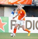 Nederland, Rotterdam, 20 mei 2015<br /> Oefeninterland voor WK Canada 2015<br /> Seizoen 2014-2015<br /> Nederland-Estland<br /> Anouk Hoogendijk van Nederland in actie met bal
