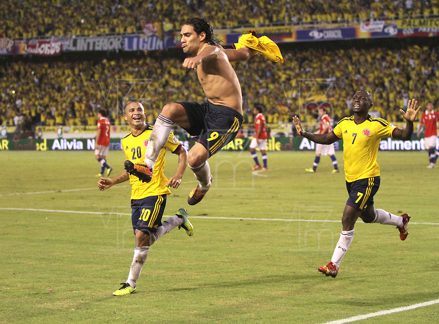 BARRANQUILLA -COLOMBIA- 11 -10-2013. Falcao de Colombia celebra su 2 gol y el del emapte  contra el Chile ,partido correspondiente para las eliminatorias al mundial de Brasil 2014 disputado en el estadio Metropolitano de Barranquilla   / Falcao Garcia Player of Colombia celebrates  second  goal scored against Ecuador, game for the World Cup qualifiers for Brazil 2014 match at the Metropolitano stadium in Barranquilla .Photo: VizzorImage / Felipe Caicedo /  Staff
