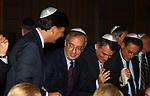 WALTER VELTRONI CON ENRICO GASBARRA E PIERO MARRAZZO<br /> CERIMONIA PER INAUGURAZIONE MUSEO EBRAICO ROMA 11/2005