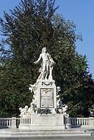 Mozart-Denkmal im Burggarten, Wien, Österreich, UNESCO-Weltkulturerbe<br /> Mozart Monument in Burggarten, Vienna, Austria, world heritage