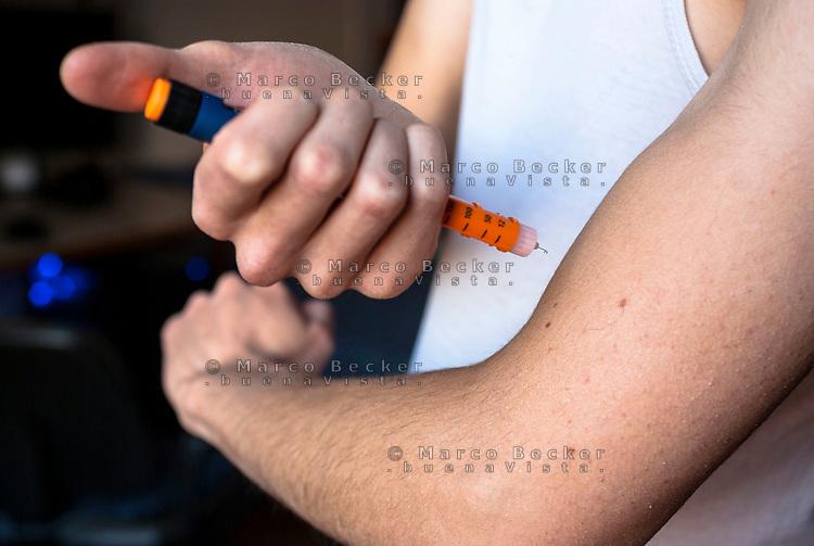 Iniezione di insulina con penna preriempita --- Insulin injection with pre-filled pen