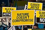 """Approx. 100,000 personnes ont défilé dans le calme à Copenhague le 12/12/2009 sous le thème """"Changeons le système pas le climat""""."""