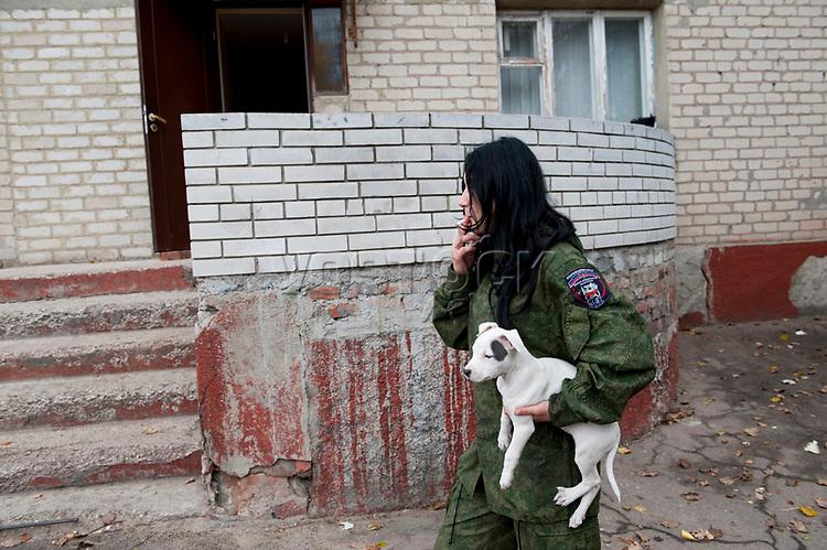 Tanya, Scharfschuetzin der pro-russischen Separatisten, Portrait, Donezk, Ukraine, 10.2014,  Tanya, 19-years old girl, the sniper of the pro-Russian militia smokes in front of barracks at the suburb of Donetsk.  ***HIGHRES AUF ANFRAGE*** ***VOE NUR NACH RUECKSPRACHE***