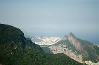 RIO DE JANEIRO,RJ, 06.04.2019 - COTIDIANO-RJ -  Cariocas e turistas aproveitam o dia de sol para subir a trilha da Pedra Bonita em São Conrado, zona sul do  Rio de Janeiro (06) (Foto: Vanessa Ataliba/Brazil Photo Press)