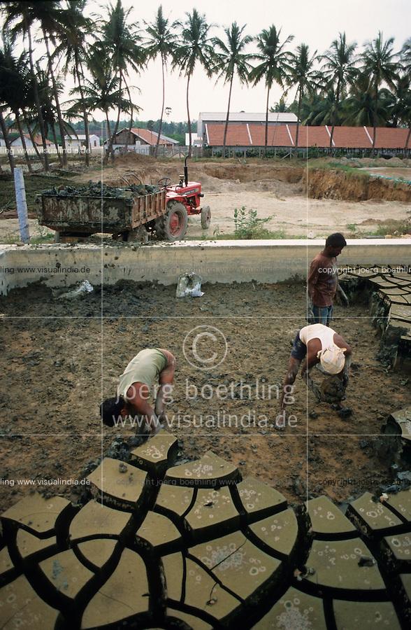 """Asien Indien IND Tamil Nadu Tirupur .Lagerung von Schwermetall haltigem Klaerschlamm auf einer ungesicherten Deponie neben dem Klaerwerk , das Klaerwerk reinigt die Abwaesser der Textilfabriken wie Faerberei Bleicherei im Textilindustrie Standort Tirupur - Umwelt Umweltverschmutzung Umweltbelastung Wasser Wasseraufbereitung Deponie Umweltgifte Schadstoffe Abfall Abfaelle lagern Arbeitsschutz Textilfarben Industrie Schwermetalle Schlamm Arbeit Arbeiter Giftmuell Gifte Umweltschaeden Giftstoffe M?ll M?lldeponie Sonderm?ll xagndaz   .Third world Asia India Tamil nadu Tirupur .worker at dumping site for waste mud from treatment plant at textile industry place T-shirt town  - textiles dying dye textile dyes toxic toxin toxical poison heavy metall garbage truck waste water management treatment refuse working condition safety deposit deposal dump depot impact environmental pollution .  [ copyright (c) Joerg Boethling / agenda , Veroeffentlichung nur gegen Honorar und Belegexemplar an / publication only with royalties and copy to:  agenda PG   Rothestr. 66   Germany D-22765 Hamburg   ph. ++49 40 391 907 14   e-mail: boethling@agenda-fototext.de   www.agenda-fototext.de   Bank: Hamburger Sparkasse  BLZ 200 505 50  Kto. 1281 120 178   IBAN: DE96 2005 0550 1281 1201 78   BIC: """"HASPDEHH"""" ,  WEITERE MOTIVE ZU DIESEM THEMA SIND VORHANDEN!! MORE PICTURES ON THIS SUBJECT AVAILABLE!! INDIA PHOTO ARCHIVE: http://www.visualindia.net ] [#0,26,121#]"""
