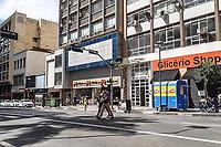 """Campinas (SP), 02/03/2021 - Covid-SP - Movimentação na região central de Campinas, interior de São Paulo, nesta terçca-feira (02) que decretou a adoção da fase vermelha, a mais restritiva do Plano SP, a partir desta quarta-feira (3) até o dia 16 de março. Nesse período, poderão funcionar com atendimento presencial apenas serviços considerados essenciais. A medida foi anunciada pelo prefeito Dário Saadi (Republicanos), que tratou a situação como de """"quase de colapso""""."""