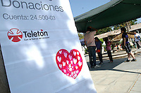 Santiago, 3 de Diciembre de 2011 - Miles de chilenos se concentran para donar a la teleton Chle que va en ayuda de los niños discapacitados del país.