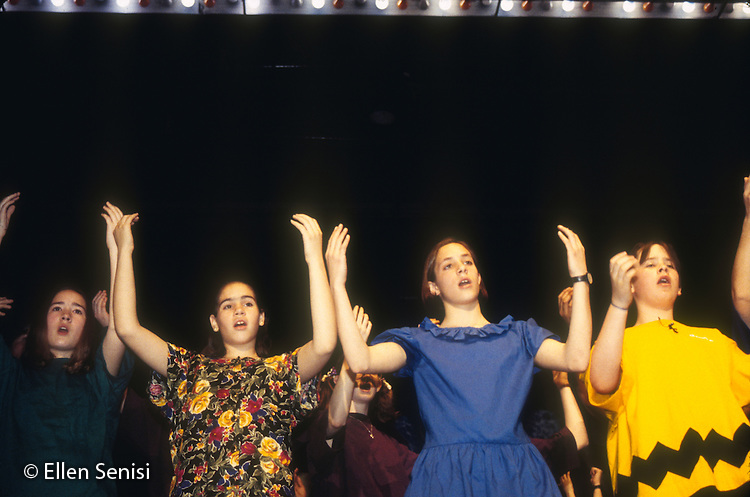 MR / Schenectady, NY.Mont Pleasant Middle School.Middle School students sing and dance on stage for school play..MR:MP6SI.Scan from slide film, PN30630.©Ellen B. Senisi