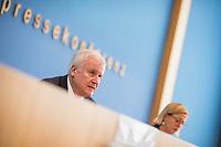 """Bundesinnenminister Horst Seehofer (CSU) und  der Praesident des Bundesamt fuer Verfassungsschutz (BfV), Hans-Georg Maassen stellten am Dienstag den 24. Juli 2018 in Berlin den """"Verfassungsschutzbericht 2017"""" vor.<br /> In dem Bericht werden die Erkenntnisse des BfV zu """"verfassungsfeindlichen Bestrebungen"""" zusammenfasst. Dazu gehoeren Zahlen zur """"Politisch Motivierten Kriminalitaet"""", wie zum Beispiel rechtsextremistische Straftaten. Enthalten sind auch Statistiken und Analysen zu Gruppen, die als militant islamistisch eingestuft werden. Der Termin wurde mehrfach verschoben.<br /> Im Bild: Horst Seehofer.<br /> 24.7.2018, Berlin<br /> Copyright: Christian-Ditsch.de<br /> [Inhaltsveraendernde Manipulation des Fotos nur nach ausdruecklicher Genehmigung des Fotografen. Vereinbarungen ueber Abtretung von Persoenlichkeitsrechten/Model Release der abgebildeten Person/Personen liegen nicht vor. NO MODEL RELEASE! Nur fuer Redaktionelle Zwecke. Don't publish without copyright Christian-Ditsch.de, Veroeffentlichung nur mit Fotografennennung, sowie gegen Honorar, MwSt. und Beleg. Konto: I N G - D i B a, IBAN DE58500105175400192269, BIC INGDDEFFXXX, Kontakt: post@christian-ditsch.de<br /> Bei der Bearbeitung der Dateiinformationen darf die Urheberkennzeichnung in den EXIF- und  IPTC-Daten nicht entfernt werden, diese sind in digitalen Medien nach §95c UrhG rechtlich geschuetzt. Der Urhebervermerk wird gemaess §13 UrhG verlangt.]"""