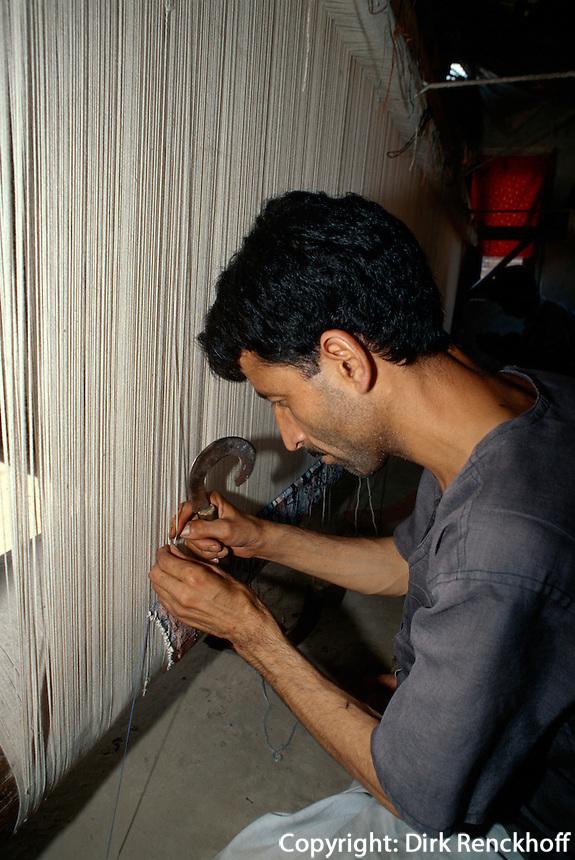 Teppichknüpfer in  Srinagar (Kashmir), Indien