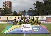 RIONEGRO- COLOMBIA, 17-02-2021:Jugadores de  Águilas Doradas   posan para una foto previo al partido por la fecha 7 entre Águilas Doradas y Envigado como parte de la Liga BetPlay DIMAYOR 2021 jugado en el estadio Alberto Grisales de Rionegro/ Players of Aguilas Doradas pose to a photo prior Match for the date 7 between Aguilas Doradas and Envigado as part of the BetPlay DIMAYOR League I 2021 played at Alberto Grisales  stadium in Rionegro. Photo: VizzorImage / Juan Augusto Cardona / Contribuidor
