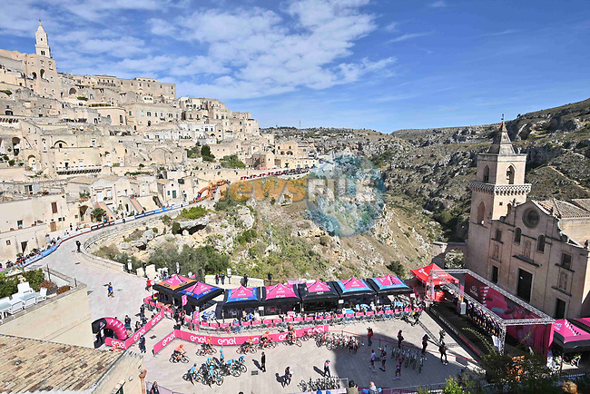 The stunning city of Matera, third oldest inhabited city in the world, sign on for the start of Stage 7 of the 103rd edition of the Giro d'Italia 2020 running 143km from Matera to Brindisi, Sicily, Italy. 9th October 2020.  <br /> Picture: LaPresse/Massimo Paolone | Cyclefile<br /> <br /> All photos usage must carry mandatory copyright credit (© Cyclefile | LaPresse/Massimo Paolone)