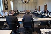 """4. Sitzung des 2. Untersuchungsausschusses <br /> der 18. Wahlperiode des Berliner Abgeordnetenhaus - """"BER II"""" - am Freitag den 12. Oktober 2018.<br /> Der Ausschuss soll die Ursachen, Konsequenzen und Verantwortung fuer die Kosten- und Terminueberschreitungen des im Bau befindlichen Flughafens """"Berlin Brandenburg Willy Brandt"""" aufklaeren.<br /> Als oeffentlicher Tagesordnungspunkt war die Beweiserhebung durch Vernehmung des Zeugen  BER-Chef Prof. Dr.-Ing. Engelbert Luetke Daldrup (rechts im Bild) vorgesehen.<br /> 12.10.2018, Berlin<br /> Copyright: Christian-Ditsch.de<br /> [Inhaltsveraendernde Manipulation des Fotos nur nach ausdruecklicher Genehmigung des Fotografen. Vereinbarungen ueber Abtretung von Persoenlichkeitsrechten/Model Release der abgebildeten Person/Personen liegen nicht vor. NO MODEL RELEASE! Nur fuer Redaktionelle Zwecke. Don't publish without copyright Christian-Ditsch.de, Veroeffentlichung nur mit Fotografennennung, sowie gegen Honorar, MwSt. und Beleg. Konto: I N G - D i B a, IBAN DE58500105175400192269, BIC INGDDEFFXXX, Kontakt: post@christian-ditsch.de<br /> Bei der Bearbeitung der Dateiinformationen darf die Urheberkennzeichnung in den EXIF- und  IPTC-Daten nicht entfernt werden, diese sind in digitalen Medien nach §95c UrhG rechtlich geschuetzt. Der Urhebervermerk wird gemaess §13 UrhG verlangt.]"""