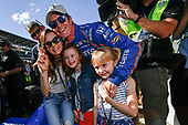 Verizon IndyCar Series<br /> Indianapolis 500 Qualifying<br /> Indianapolis Motor Speedway, Indianapolis, IN USA<br /> Saturday 20 May 2017<br /> Scott Dixon, Chip Ganassi Racing Teams Honda with the Verizon P1 Pole Award flag, daughters Poppy and Tilly, wife Emma, and team. <br /> World Copyright: Scott R LePage<br /> LAT Images<br /> ref: Digital Image lepage-170521-indy-3900