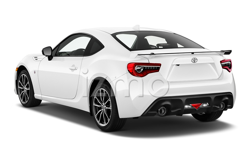 Car pictures of rear three quarter view of 2018 Toyota 86 GT 2 Door Coupe Angular Rear