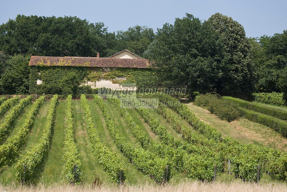 Europe/France/Aquitaine/40/Landes/ Hontanx: Domaine de Laubesse - Armagnac Lacoste et Floc de Gascogne le vignoble te les bâtiments du domaine