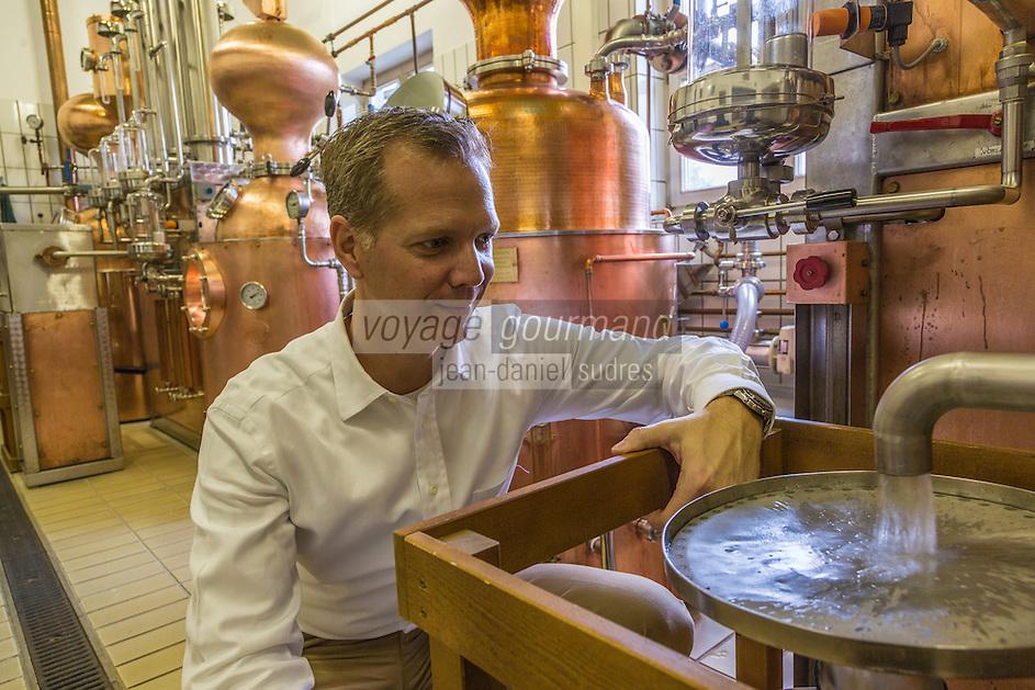 Europe, Autriche, Tyrol (Land), Tyrol du Nord, Fritzens: Distillerie Rochelt GmbH, Alexandre Rainer  // Europe, Austria, Tyrol (state),  Fritzens: Distillery Rochelt GmbH, Alexandre Rainer