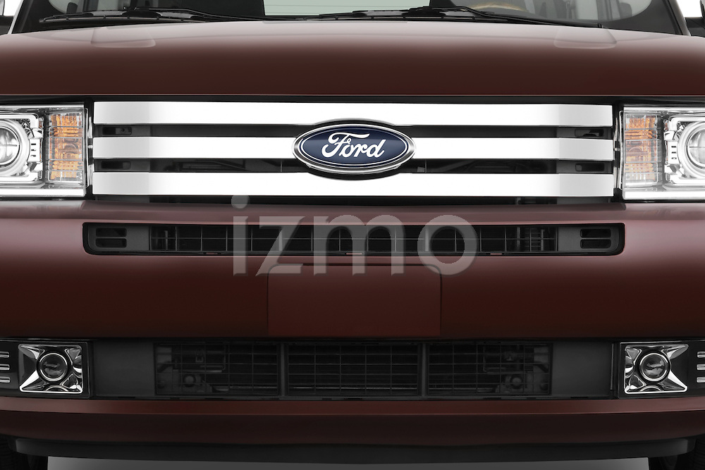 Front grille detail of a 2009 Ford Flex