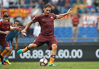 Calcio, Serie A: Roma vs Sampdoria. Roma, stadio Olimpico, 11 settembre 2016.<br /> Roma's Francesco Totti prepares to kick to score the winning goal on a penalty kick during the Italian Serie A football match between Roma and Sampdoria at Rome's Olympic stadium, 11 September 2016. Roma won 3-2.<br /> UPDATE IMAGES PRESS/Isabella Bonotto