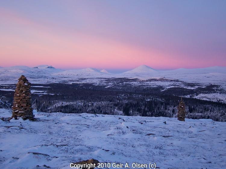 Walking in the Norwegian mountains in december, very little snow