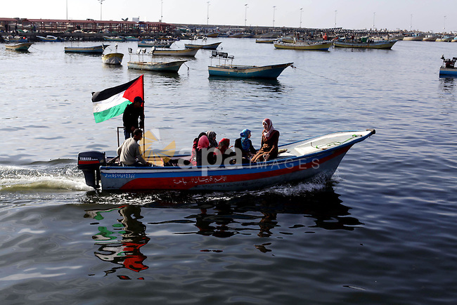 Palestinians ride boats in the sea during the visit of Italian activists at Gaza seaport, in Gaza City on January 07, 2014. The Italian delegation had been visiting the Gaza Strip since Thursday evening, to express solidarity with the besieged coastal enclave and brought with them quantities of medicines and medical aid. Photo by Ashraf Amra