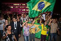 BRASILIA, DF, 07.10.2015 - TCU-CONTAS - Grupo Vem Pra Rua comemora ao final da sessão do TCU para análise das contas públicas do Governo da presidente Dilma Rousseff de 2014, nesta quarta-feira, 07.(Foto: Ed Ferreira / Brazil Photo Press)