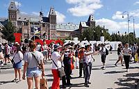 Nederland - Amsterdam - 2018.  Drukte op het Museumpleim.  Foto Berlinda van Dam / Hollandse Hoogte.