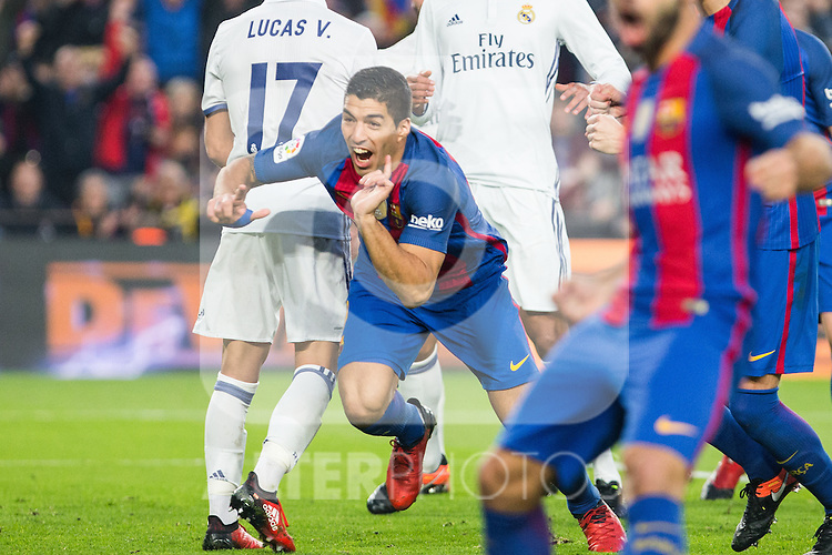 FC Barcelona's Luis Suarez during spanish La Liga match between Futbol Club Barcelona and Real Madrid  at Camp Nou Stadium in Barcelona , Spain. Decembe r03, 2016. (ALTERPHOTOS/Rodrigo Jimenez)