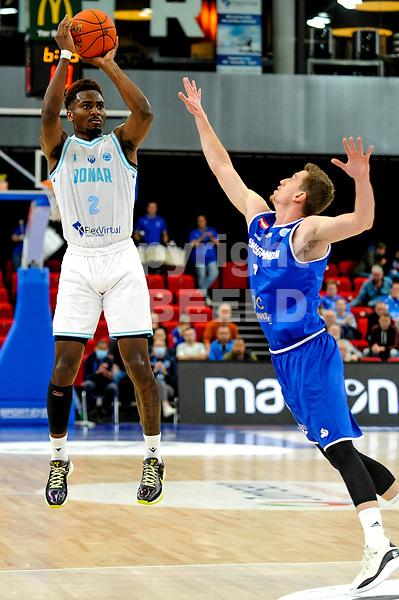 GRONINGEN - FIBA Basketbal-bubbel. Donar - Allianz Swans Gmunden seizoen 2021-2022, 29-09-2021,  driepunter Donar speler Donte Ingram