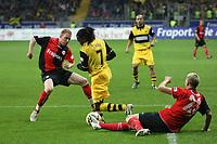 Tinga (BVB) im Zweikampf mit Marco Russ und Patrick Ochs (Eintracht)<br /> Eintracht Frankfurt vs. Borussia Dortmund, Commerzbank Arena<br /> *** Local Caption *** Foto ist honorarpflichtig! zzgl. gesetzl. MwSt. Auf Anfrage in hoeherer Qualitaet/Aufloesung. Belegexemplar an: Marc Schueler, Am Ziegelfalltor 4, 64625 Bensheim, Tel. +49 (0) 6251 86 96 134, www.gameday-mediaservices.de. Email: marc.schueler@gameday-mediaservices.de, Bankverbindung: Volksbank Bergstrasse, Kto.: 151297, BLZ: 50960101